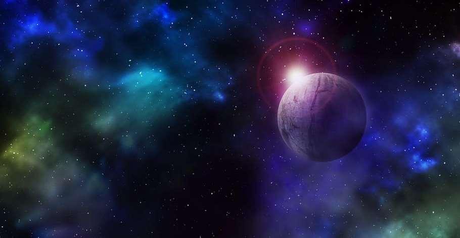 En bild från yttre rymden. En planet och stjärnor syns.